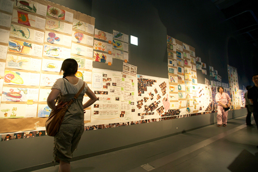 ドキュメントウォール:表現ワークショップを促進する活動の見える化(予感研究所3、日本科学未来館2010)Document Wall : Facilitation Graphics for Expression Workshop